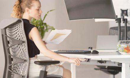 Quels sont les bienfaits et les avantages d'un bureau assis-debout
