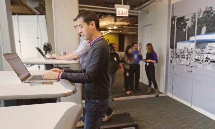 Pourquoi les sociétés équipent-elles leurs open-space avec des bureaux assis-debout ?